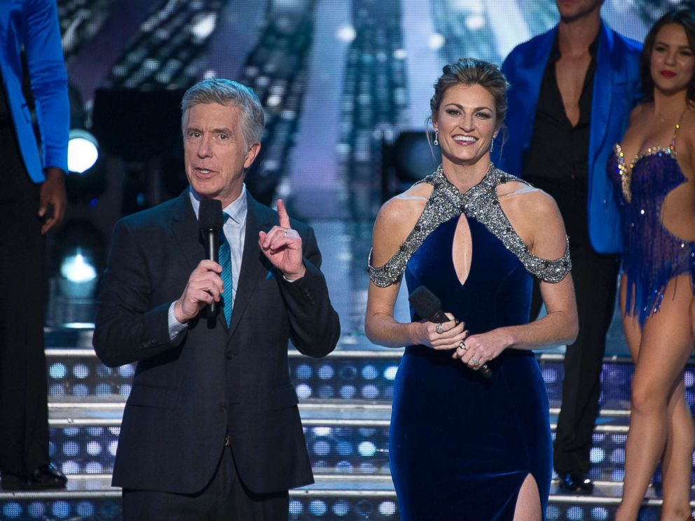 PHOTO: Co-hosts Tom Bergeron and Erin Andrews of Dancing With The Stars.