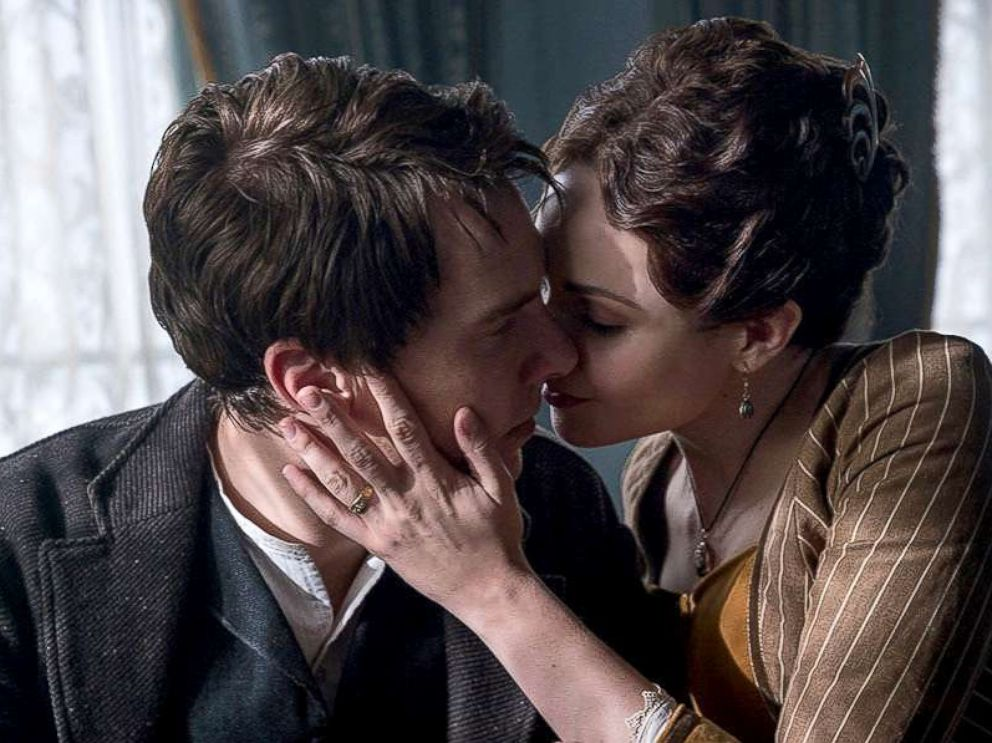 PHOTO: Benedict Cumberbatch and Tuppence Middleton in a scene from The Current War.