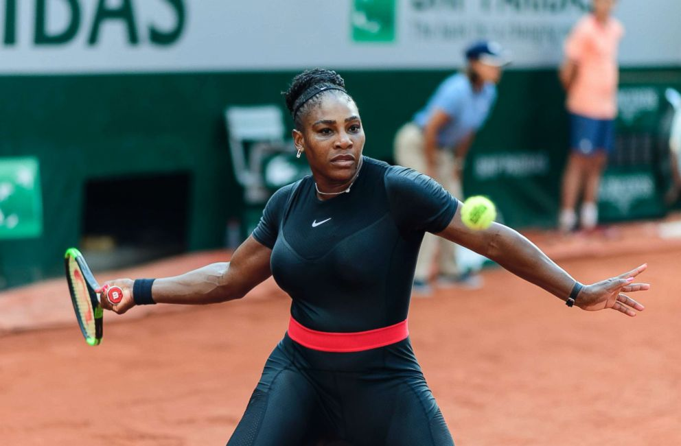 Serena powers past qualifier into third round