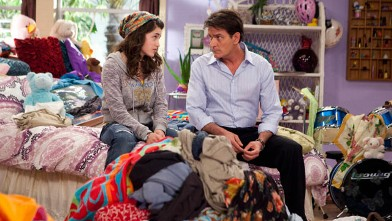 """PHOTO: A scene from the FX's new show """"Anger Management,"""" starring Charlie Sheen."""