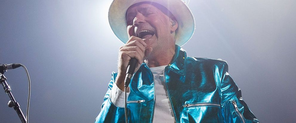 PHOTO: Gord Downie of The Tragically Hip performs during their Man Machine Poem Tour at Rogers Arena on July 24, 2016, in Vancouver, Canada.
