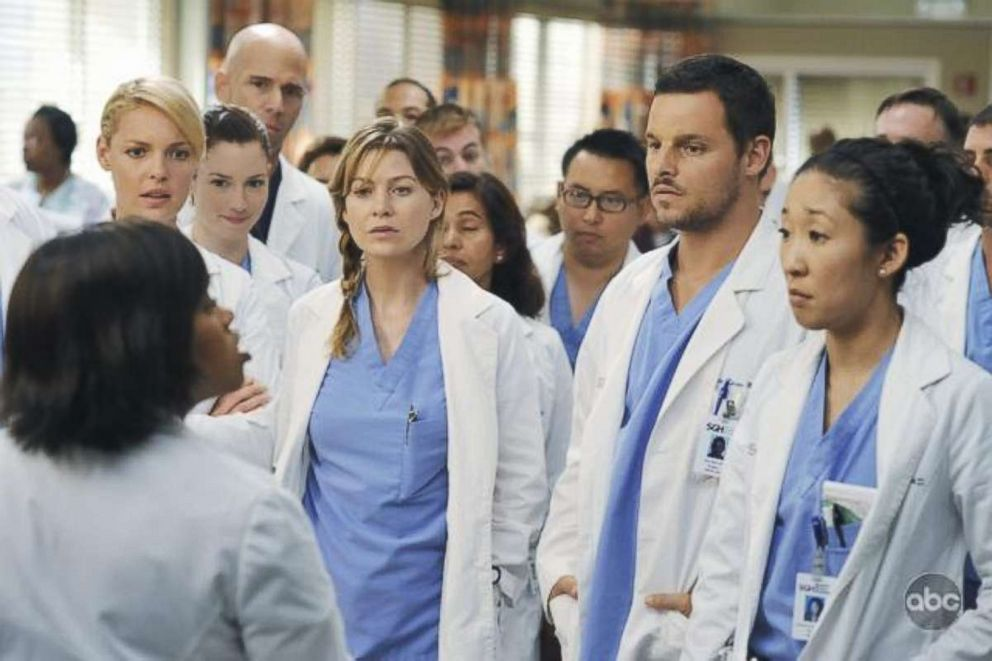 PHOTO: Katherine Heigl, Justin Chambers, Sandra Oh, Ellen Pompeo, and Chandra Wilson in an episode from Greys Anatomy, 2005.