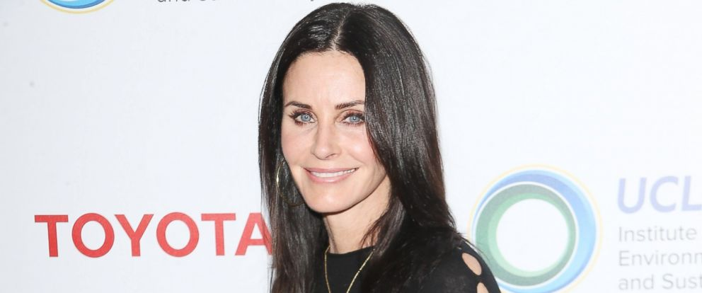 PHOTO: Courteney Cox attends the UCLA Institute of The Environment and Sustainability celebrates innovators for a healthy planet held at a private residence, March 13, 2017, in Beverly Hills, California.