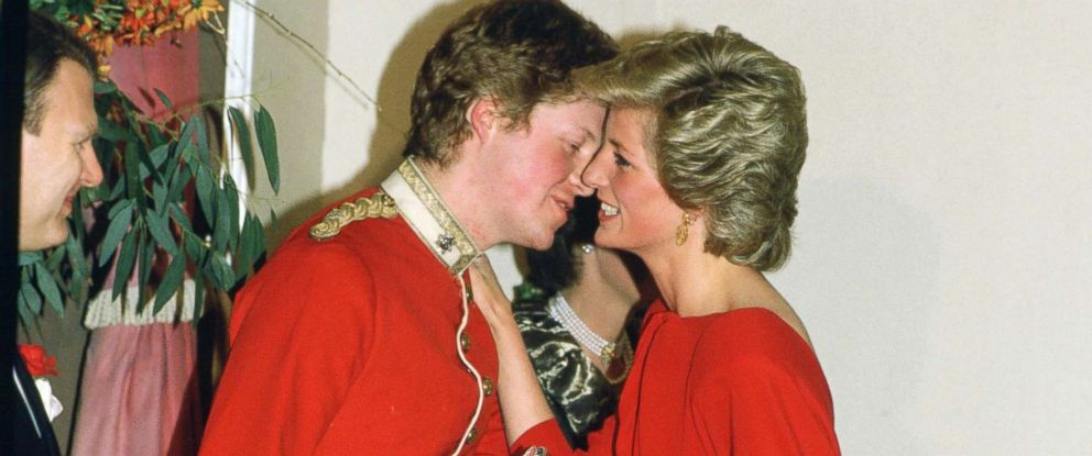 PHOTO: Diana, Princess of Wales kisses her brother, Earl Charles Spencer at the Birthright Ball, Nov. 21, 1985.
