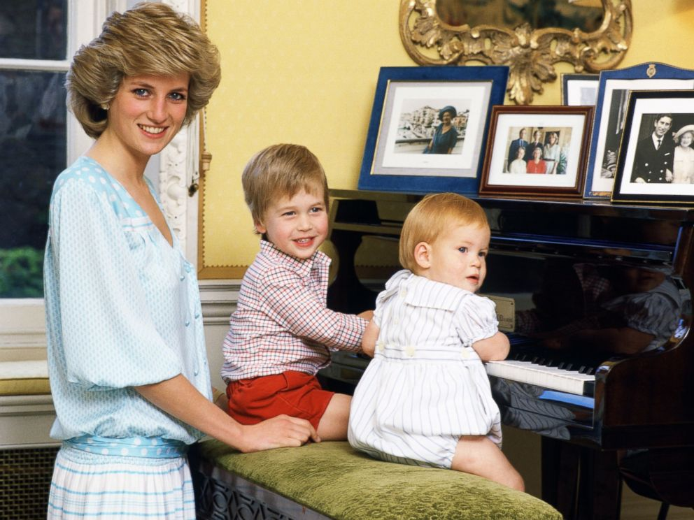 PHOTO: Diana, Princess of Wales with her sons, Prince William and Prince Harry, at the piano in Kensington Palace, Oct. 4, 1985.