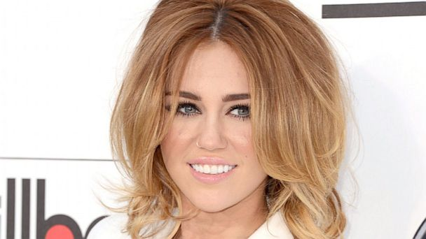 PHOTO: Miley Cyrus arrives at the 2012 Billboard Music Awards