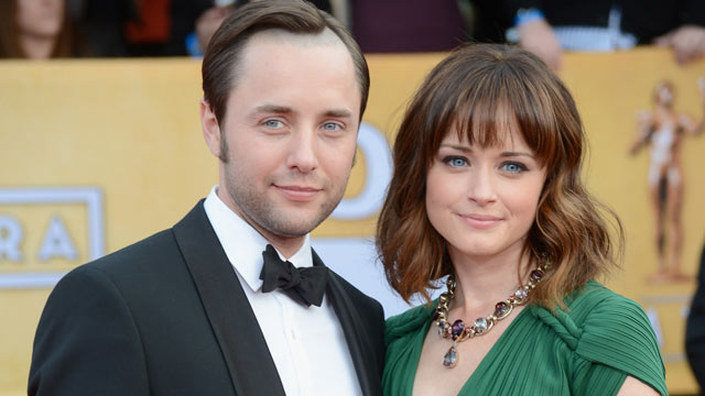 PHOTO: Vincent Kartheiser and Alexis Bledel arrive at the 19th Annual Screen Actors Guild Awards at The Shrine Auditorium, Jan. 27, 2013, in Los Angeles, Calif.