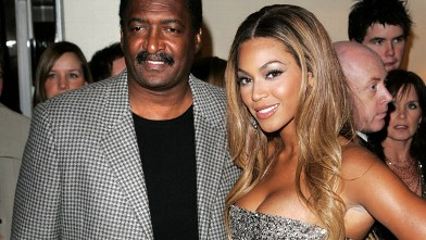 "PHOTO: Beyonce Knowles and her father Matthew arrive at the UK premiere of ""Dreamgirls"" at Odeon Leicester Square, Jan. 21, 2007 in London."