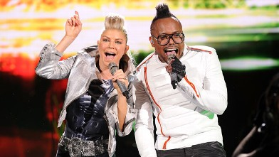 "PHOTO: Fergie and apl.de.ap of The Black Eyed Peas perform onstage during CHASE Presents The Black Eyed Peas and Friends ""Concert 4 NYC"" benefiting the Robin Hood Foundation at Central Park, Great Lawn, Sept. 30, 2011 in New York City."
