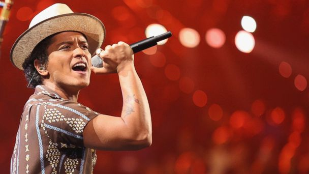 PHOTO: Recording artist Bruno Mars performs onstage during the iHeartRadio Music Festival at the MGM Grand Garden Arena on September 21, 2013 in Las Vegas, Nevada.