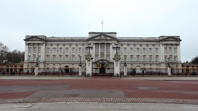 PHOTO: A general view of Buckingham Palace on Christmas Day, Dec. 25, 2009, in London.
