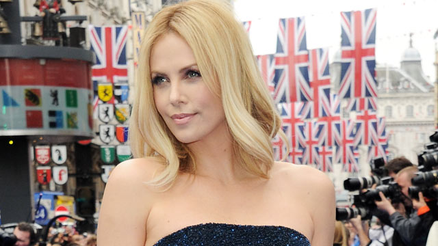 PHOTO: Actress Charlize Theron attends the World Premiere of 'Prometheus' at Empire Leicester Square, May 31, 2012 in London, England.