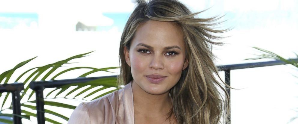 PHOTO: Chrissy Teigen attends the Sports Illustrated Swimsuit 2016 Swim Beach fan festival on Feb. 17, 2016 in Miami Beach, Fla.