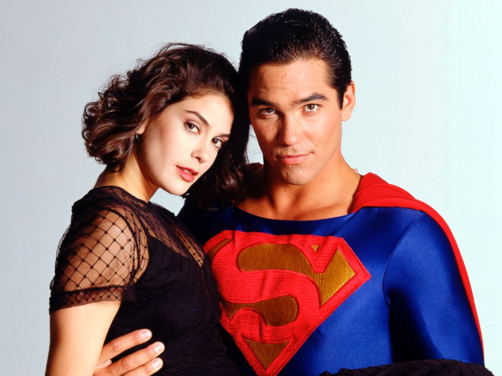 PHOTO: Teri Hatcher and Dean Cain pose for a photo for Lois and Clark: The New Adventures of Superman, Aug. 16, 1994.