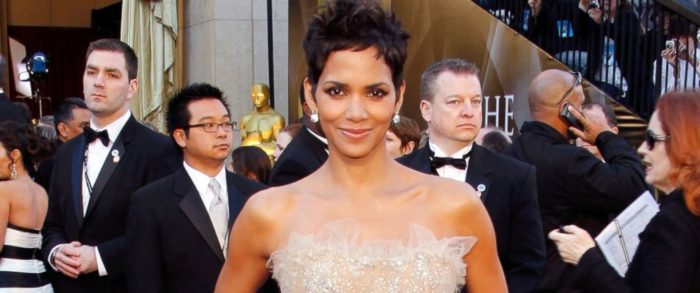 PHOTO: Halle Berry arrives at the 83rd Annual Academy Awards held at the Kodak Theatre on Feb. 27, 2011 in Hollywood, Calif.