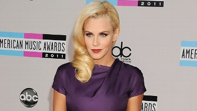 PHOTO: Jenny McCarthy arrives at the 2011 American Music Awards held at Nokia Theatre L.A. Live on Nov. 20, 2011 in Los Angeles, Cali.