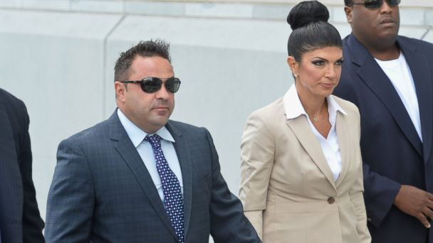 """PHOTO: Giuseppe """"Joe"""" Giudice and wife Teresa Giudice appear in court during a bankruptcy case, Aug. 14, 2013, in Newark, N.J."""