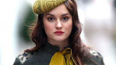 "PHOTO: Leighton Meester films ""Gossip Girl"" on the streets of Manhattan, Oct. 31, 2011 in New York City."