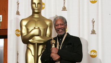 "PHOTO: Actor Morgan Freeman poses with his ""Best Actor in a Supporting Role"" award for his performance in ""Million Dollar Baby"" backstage during the 77th Annual Academy Awards on February 27, 2005 at the Kodak Theater in Hollywood, California."