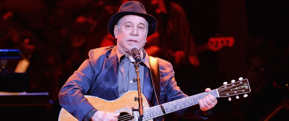 PHOTO: Paul Simon performs on April 17, 2014 in New York City during the 25th Anniversary Rainforest Fund Benefit Concert at Carnegie Hall.