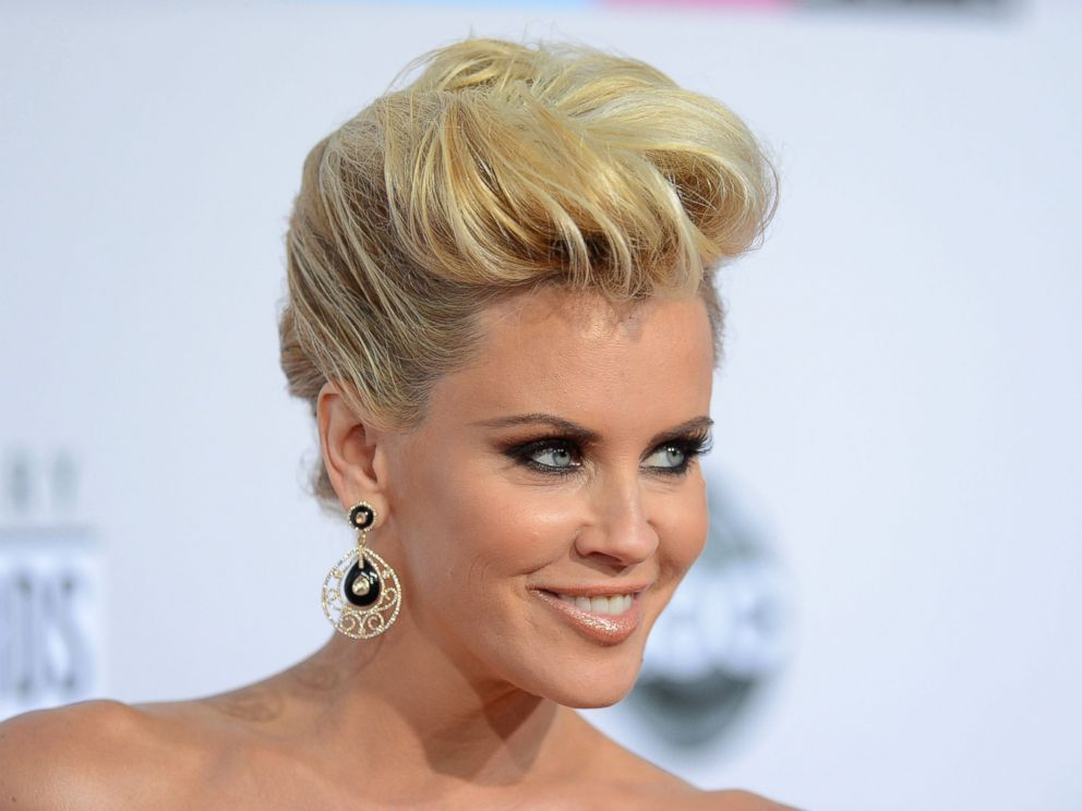 PHOTO: Jenny McCarthy attends the 40th American Music Awards held at Nokia Theatre L.A. Live on Nov. 18, 2012 in Los Angeles.