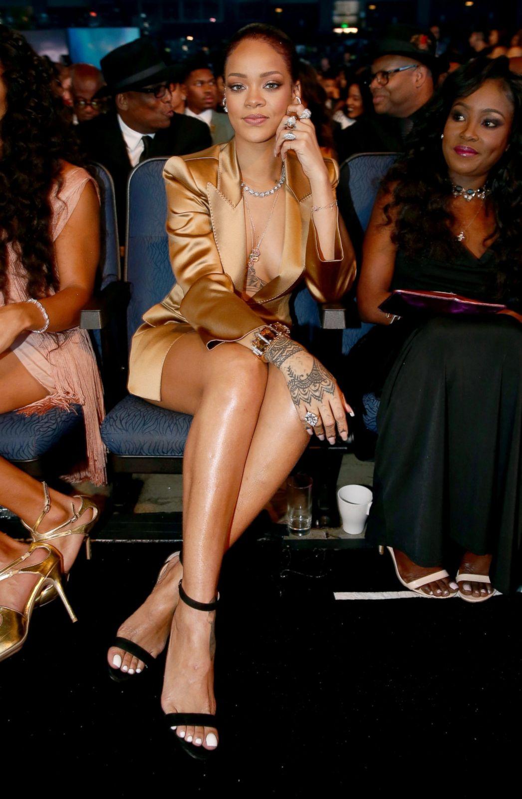 d0b5a9518a4 Rihanna  Through the Years Photos - ABC News