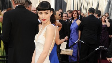 PHOTO: Rooney Mara arrives at the 84th Annual Academy Awards held at the Hollywood & Highland Center February 26, 2012 in Hollywood, California.