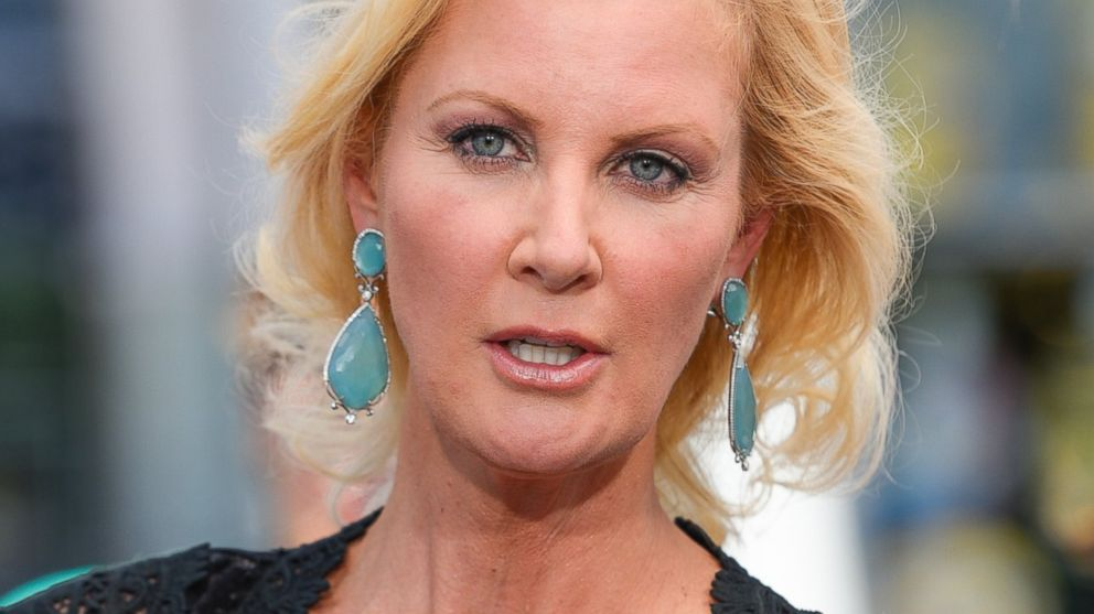 sandra lee essay Sandra lee diagnosed with breast cancer sandra lee has breast cancer and is set to undergo a illinois governor donates 'godfather' writer's papers to.