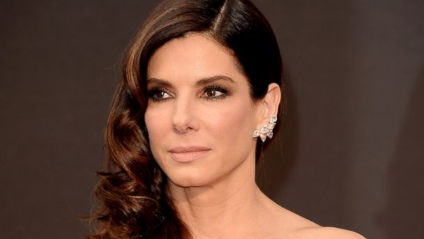 PHOTO: Sandra Bullock attends the Oscars on March 2, 2014 in Hollywood, Calif.
