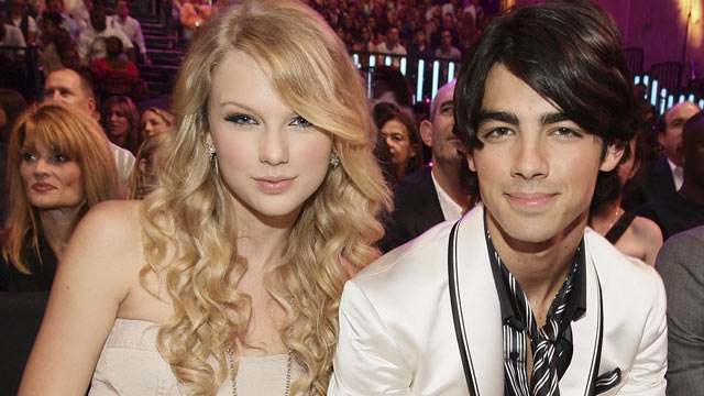 PHOTO: Singers Taylor Swift and Joe Jonas at the 2008 MTV Video Music Awards at Paramount Pictures Studios on September 7, 2008 in Los Angeles, Calif.