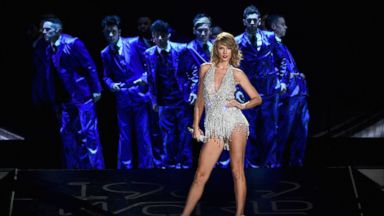 Taylor Swift How She Handled A Stage Malfunction Abc News