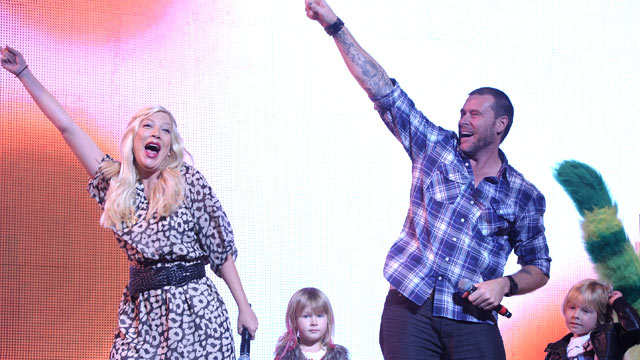 PHOTO: Tori Spelling, Stella McDermott, Dean McDermott and Liam McDermott attend Yo Gabba Gabba Live! at Nokia Theatre L.A. Live, November 26, 2011 in Los Angeles, California.