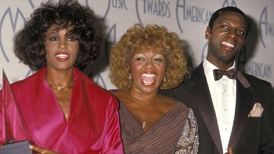PHOTO: Singer Whitney Houston, mother Cissy Houston and half-brother Gary Garland attend the 15th annual American Music Awards, Jan. 25, 1988 at Shrine Auditorium in Los Angeles, California.