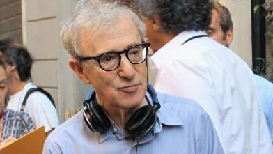 PHOTO: Woody Allen films at Via Della Vite, Aug. 17, 2011 in Rome, Italy.righ