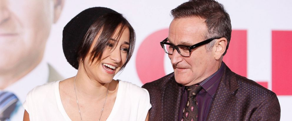 PHOTO: Zelda Williams and her father Robin Williams arrive to a movie premiere at the El Capitan Theatre on Nov. 9, 2009 in Hollywood, California.