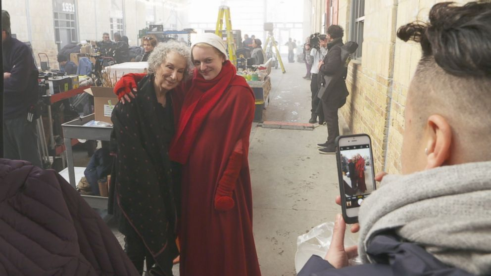 PHOTO: The Handmaids Tale star Elisabeth Moss and author Margaret Atwood pose for a photo together.