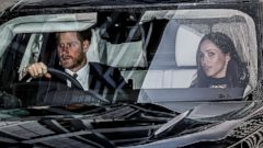 'PHOTO:Prince Harry and Meghan Markle leave Kensington Palace for the Royal Christmas lunch1_b@b_1Buckingham Palace, London, Dec. 20, 2017.' from the web at 'https://s.abcnews.com/images/Entertainment/harry-markle2-pol-ml-171220_16x9t_240.jpg'
