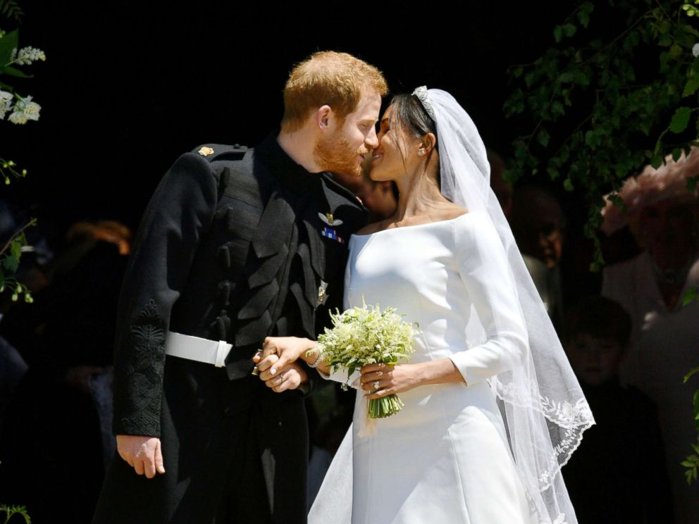 PHOTO: Prince Harry and Meghan Markle kiss on the steps of St Georges Chapel in Windsor Castle after their wedding in Windsor, Britain, May 19, 2018.