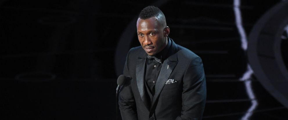 """PHOTO: Mahershala Ali accepts the the Oscar for Best Supporting Actor for his role in """"Moonlight??"""" during the 89th Academy Awards, Feb 26, 2017, in Hollywood, Calif."""