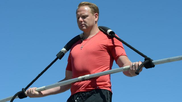 PHOTO: Nik Wallenda practices for his landmark Niagara Falls walk.