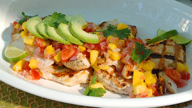 PHOTO: Grilled chicken with manga salsa