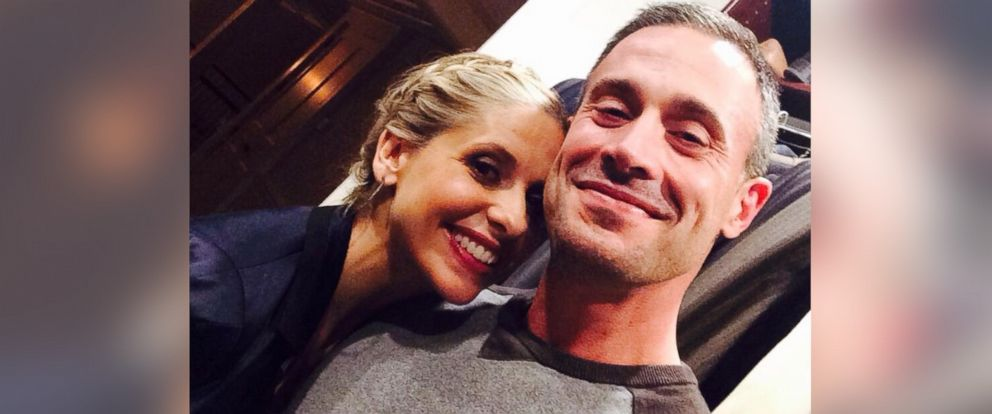 """PHOTO: Sarah Michelle Gellar posted this image to her Twitter on March 12, 2014 with the caption, """"Now only because this is a special occasion....To all my fans, for your loyalty and support, I thank you. 200,000!!!"""""""