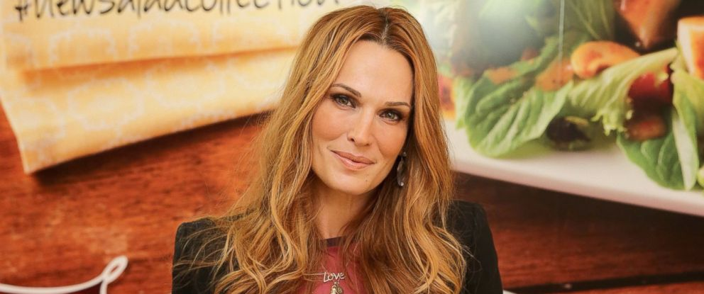 PHOTO: Actress and Fashion Icon Molly Sims adds style to Wendys new salad collection at an exclusive fashion event to celebrate their new salads and kick off online style board contests where Molly will be the judge, March 19, 2014 in New York City.