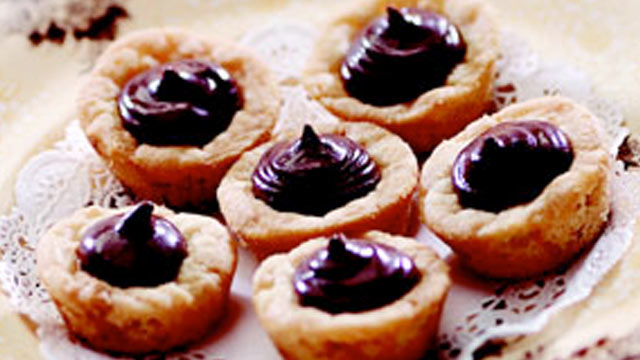 PHOTO:Peanut butter kiss cookies from the kitchen of Sandra Lee are shown.