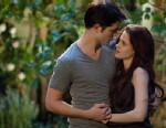 """PHOTO: Robert Pattinson and Kristen Stewart star in """"The Twilight Saga: Breaking Dawn - Part 2."""""""