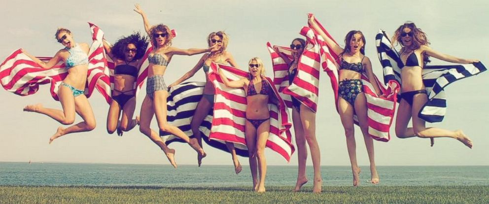 """PHOTO: Taylor Swift uploaded this photo to Instagram on July 3, 2015 with the caption, """"Happy 4th from me, @gigihadid, @marhunt, @britmaack, @serayah and @haimtheband :)."""""""