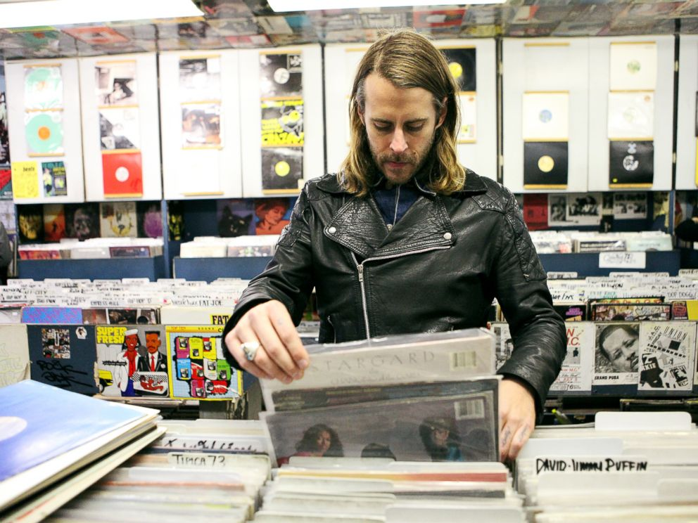 PHOTO: Zach Cowie is pictured browsing through vinyl records at A1 Records in New York City on Jan. 19, 2015.