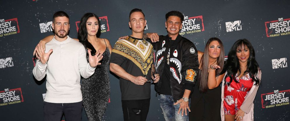 """PHOTO: Vinny Guadagnino, Jenni JWOWW Farley, Mike The Situation Sorrentino, Paul Pauly D Delvecchio, Deena Nicole Cortese and Nicole Snooki Polizzi at MTVs """"Jersey Shore Family Vacation"""" premiere event in New York, April 4, 2018."""