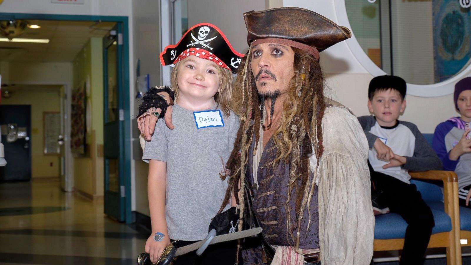 Johnny Depp Visits Childrnes Hospital Dressed As Captain Jack Abc