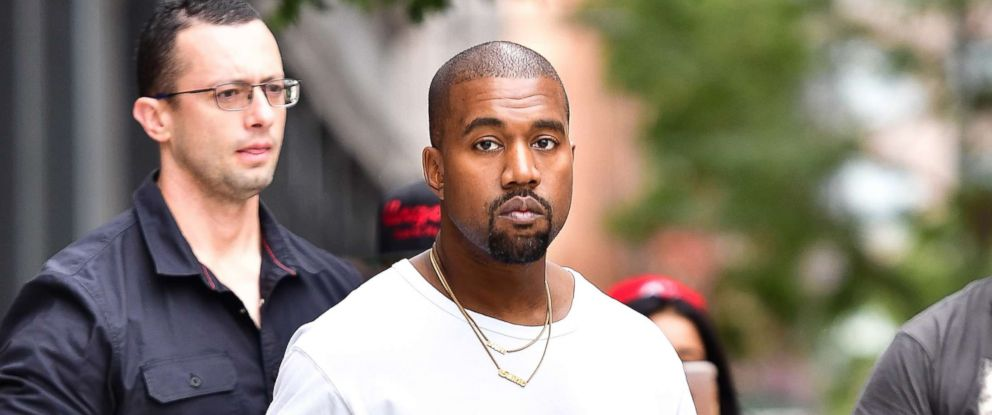 PHOTO: Kanye West walks on the streets of Manhattan on Sept. 5, 2016 in New York.